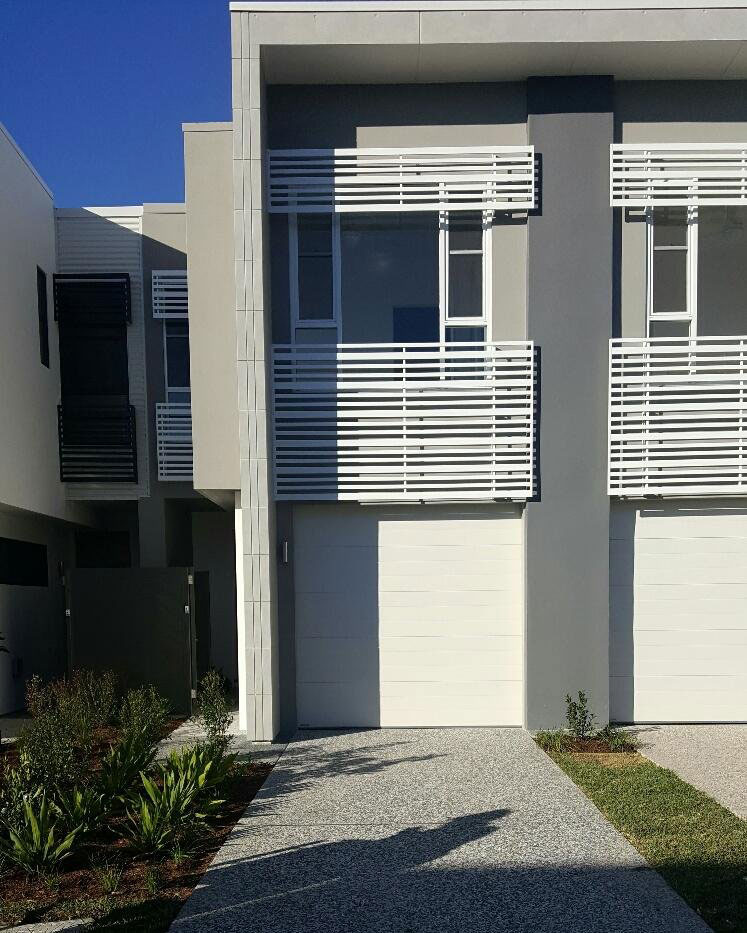 3 Bedroom Townhomes For Rent: 3 Bedroom Townhouse In Robina On Manhattan Avenue